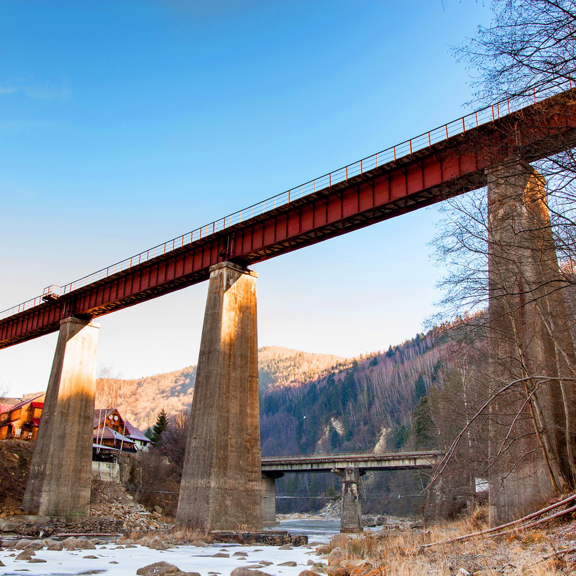 Old-bridge-over-mountain-stream-SM